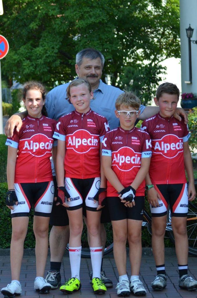 Teamleiter Karl Wünstel mit seiner Mannschaft